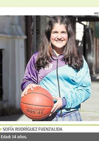 Alumna Sofía Rodríguez destacada por el Llanquihue