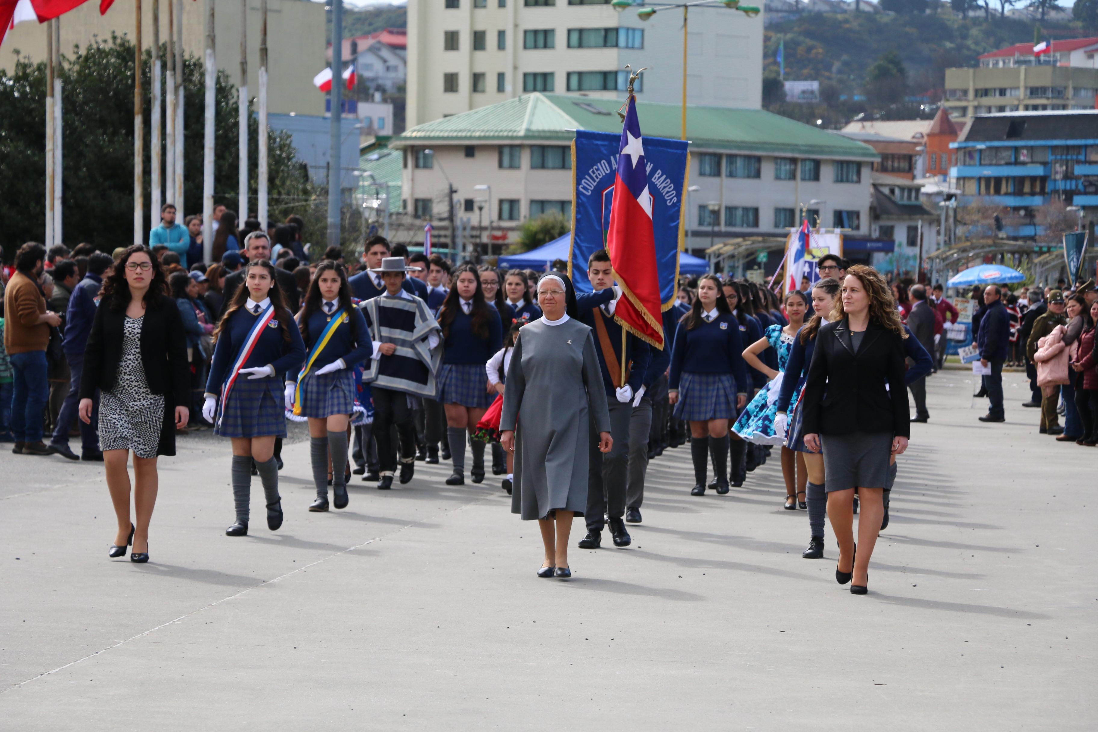 Alumnos del colegio participan en desfile de Fiestas Patrias