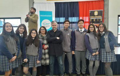 Alumnos de 3° Medio se reúnen con escritor Jorge Baradith