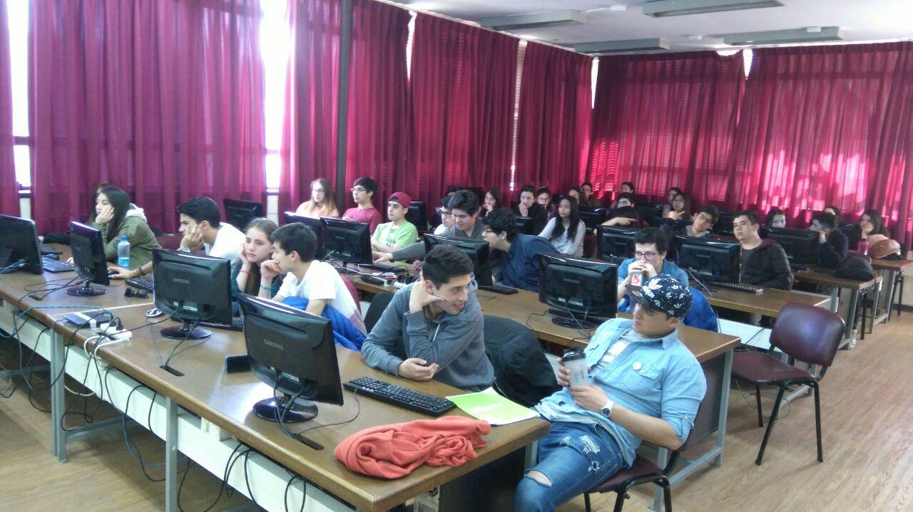 """Alumnos del 4° Medio """"B"""" viajan a U. de Concepción"""