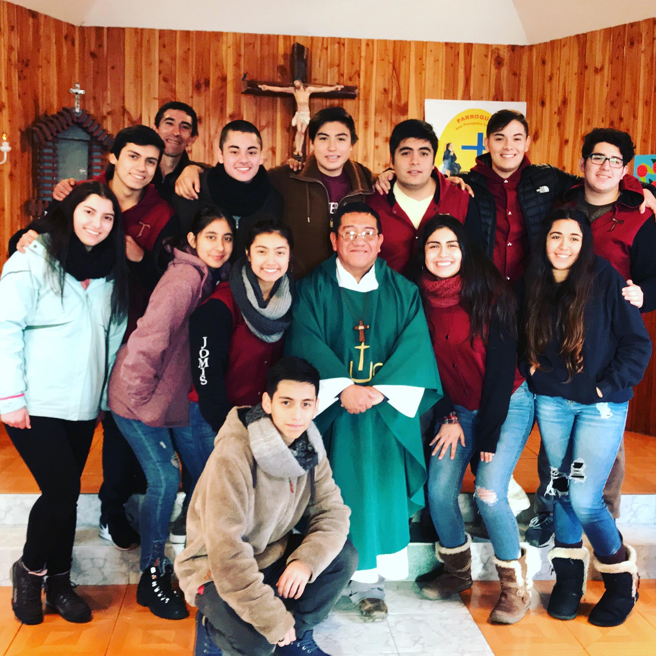 Jóvenes Misioneros en Caleta La Arena