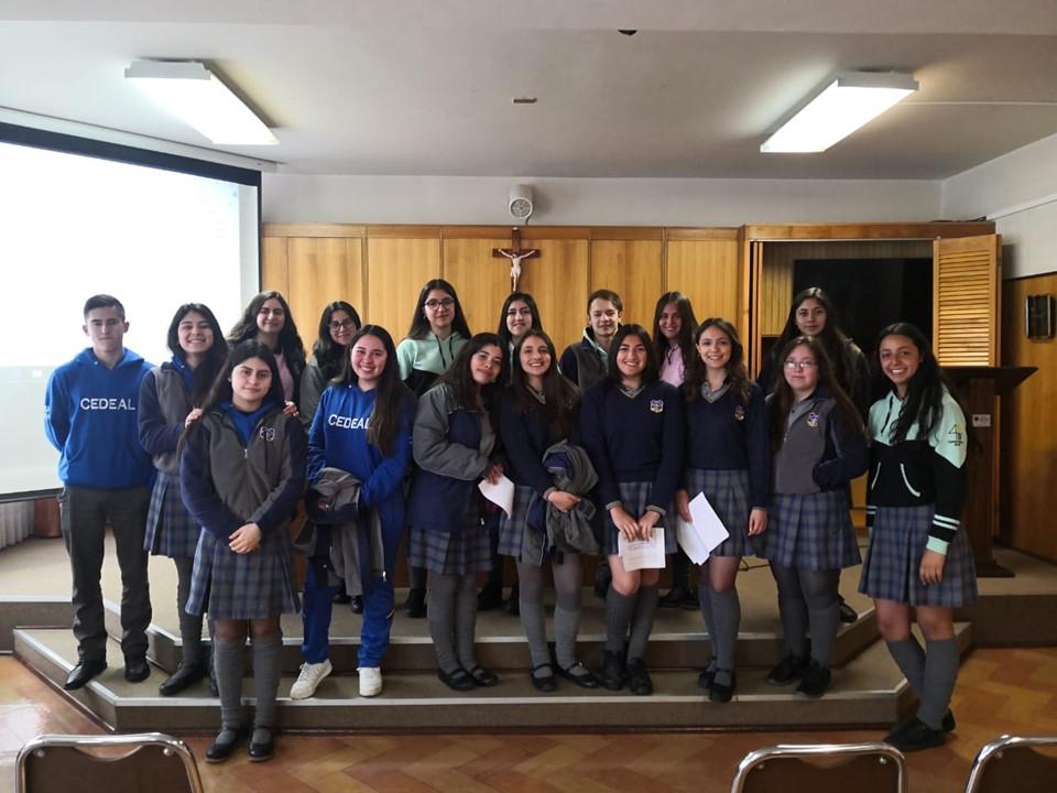 ESTUDIANTES DE EDUCACION MEDIA CAB REFLEXIONAN SOBRE SITUACION DE CHILE